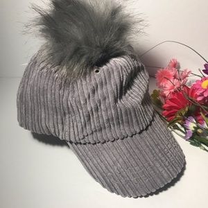 💞💛Anna and Ava Gray PomPom Hat🎩🧢⛑👑👒